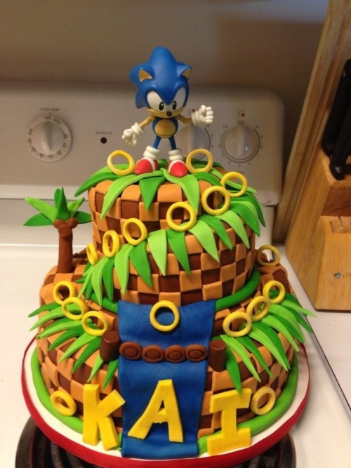 gamefanatics:  Pretty sweet cake one of my old Sergeants friends made for his kids birthday