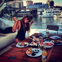 youthblush:  being-lara-bingle:  yum  Lifestyles of the gene pool lottery winners