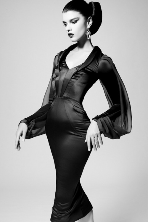 strangelycompelling:  Crystal Renn in Zac Posen, pre fall 2013 SC | SC on Facebook