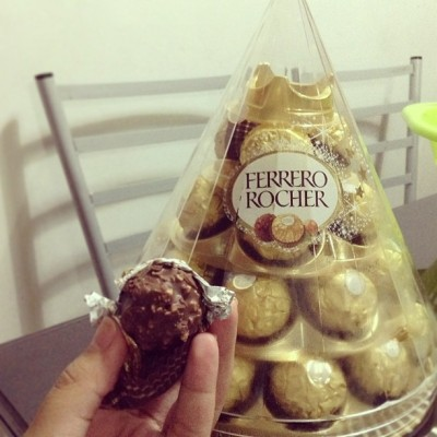 justthewayidream:  #ferrerorocher, I know you're too hard for my braces but I just can't resist you ♥ *munches* #chocolate