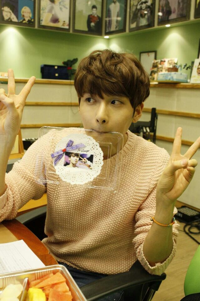 @ryeong9: 히어링려욱 고마워요 Thank Y♥U 금요일에 슈키라에 도착한 음식   ^^!! 잘 먹었어요~~!!b @ryeong9: HearingRyeowook Thank you Thank Y♥U. The food that arrived at Sukira on Friday ^^!! I ate it well~~!!b (cr)