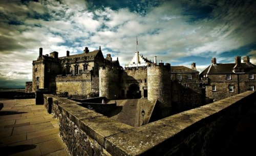 pagewoman:  source:pinterest.com Stirling Castle,Scotland.