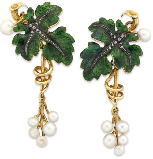 diamondsinthelibrary:  A pair of green enamel vine leaves with hanging pearls, the green enamel vine leaf with rose-cut diamonds and silver veins running down the leaves to a naturalistic twisted gold vine with six hanging white pearls measurring from 35mm in diameter to 50mm. Gross weight 14.9 grams. Via Bentley & Skinner.