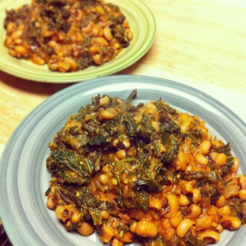 Spicy black eyed peas and kale! (We already ate the entire pan of roasted green beans that should have been in this photo too…) #vegan #whatveganseat