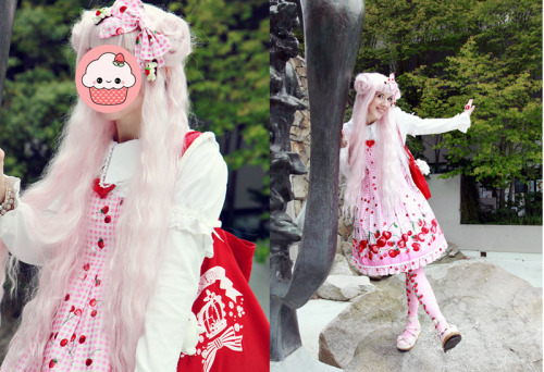 Pics liz took of me at the cherry blossom festival. I was making mega derpface like always hahah 0_0 cup cakes are better than my face ;)