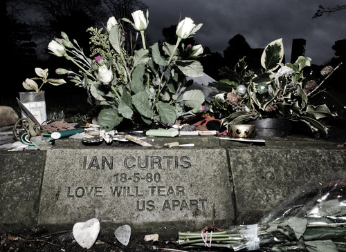 demonhunt3r:  R.I.P Ian Curtis. 33 years today.