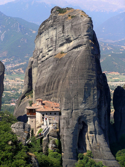 letsbuildahome-fr:  Holy Monastery of Rousanou, Meteora, Greece (by c).