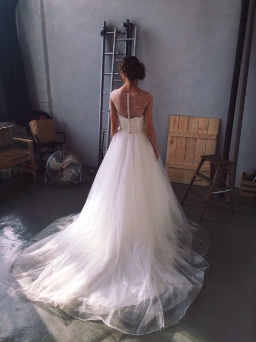 wedding chiffon dress vera wang pastel luxury design urban prom hairstyles fashion haute couture minimal aesthetic sunshine met gala