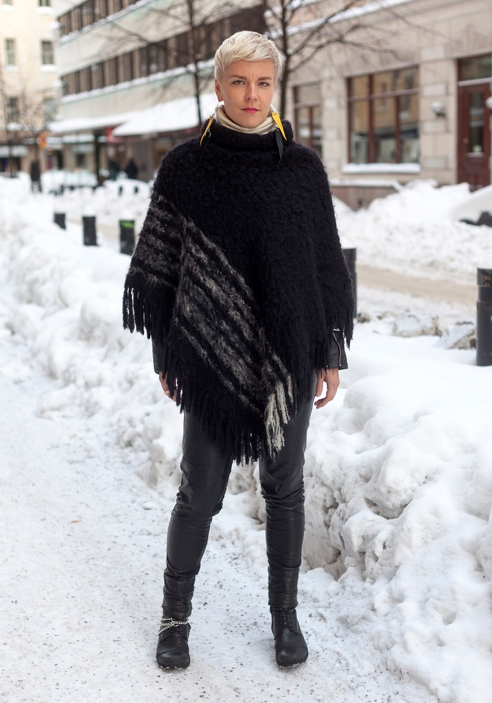modcloth:  Loving all the texture in this almost all-black look from Hel-Looks.  Ponchos are coming back…