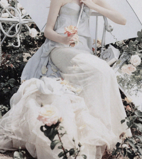 deprincessed:  Editorial detail of Lily Cole on a bed of flowers in 'Pantomime' by Tim Walker for Vogue UK December 2004