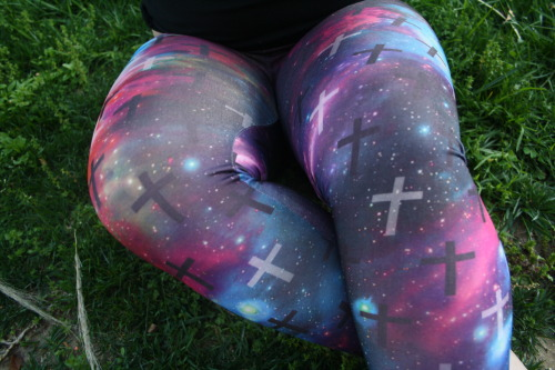 "tbhtaco:  holacray0la:  ch4sers:  partyoficons:  tbhtaco:  new leggings yay dont take off the source  for all of you that only reblog skinny legs.  Can we just stop defining people as ""fat"" or ""skinny"" and just be like normal or.  Like who cares if someone reblogs ""skinny"" people or ""fat"" people. In my opinion the girl in the photo isnt even ""fat"" but youre making her seem ""fat"" because you mentioned people only reblog ""skinny"" people. Yes, skinny and fat are in quotes because everyone has their own opinion on size. My case is that people are people no matter what size, and the girl in the photo is no different than girls in other photos. bye.  ^  This made me feel even better about myself (: thanks xoxo and yeah guys stop calling me fat in the photo"