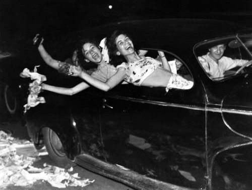 maddynorris:  Cruising teenagers in Detroit celebrating the end of World War II, 1945.