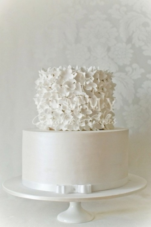 Sometimes simple is better! Love this cake