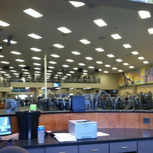 Empty gym is empty and quiet. Makes me a happy camper.  (at LA Fitness)
