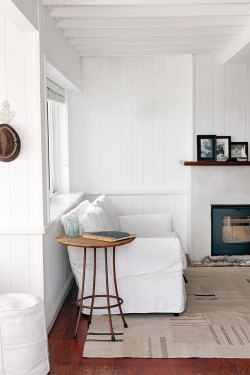rookracket:  (via a home right at a beach in cape town | the style files)