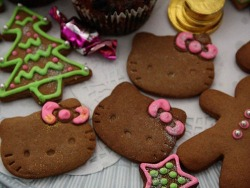 Hello kitty ginger bread cookies…cute!
