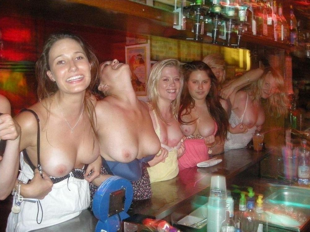 Girls flashing tits groups