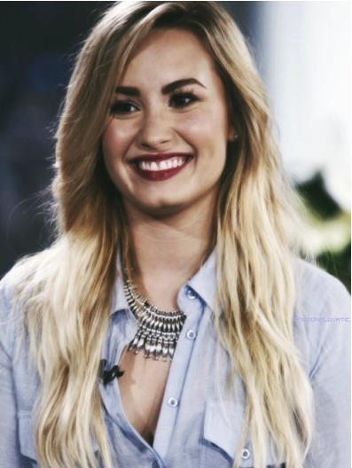 justbreathe-ddlovato:  that smile :)