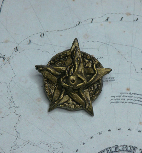 murfshite:  Cthulhu Elder Sign Pin/Badge in Antique Brass effect by Discombobulous (6.20 USD) http://etsy.me/104ZDFG