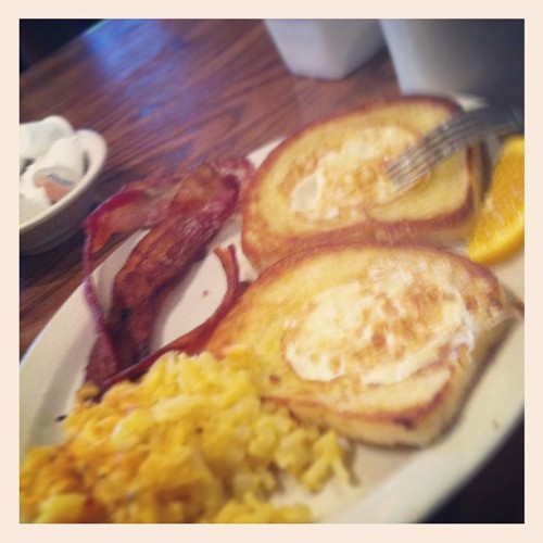 It's been awhile. #eggsinabasket  (at Cracker Barrel Old Country Store)