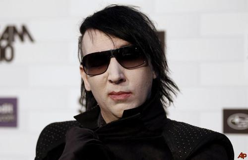 mechanical-apocolypse:  new favorite picture of marilyn manson