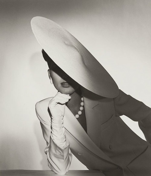 Vintage Tuesday: Amazing photos by Horst P. Horst
