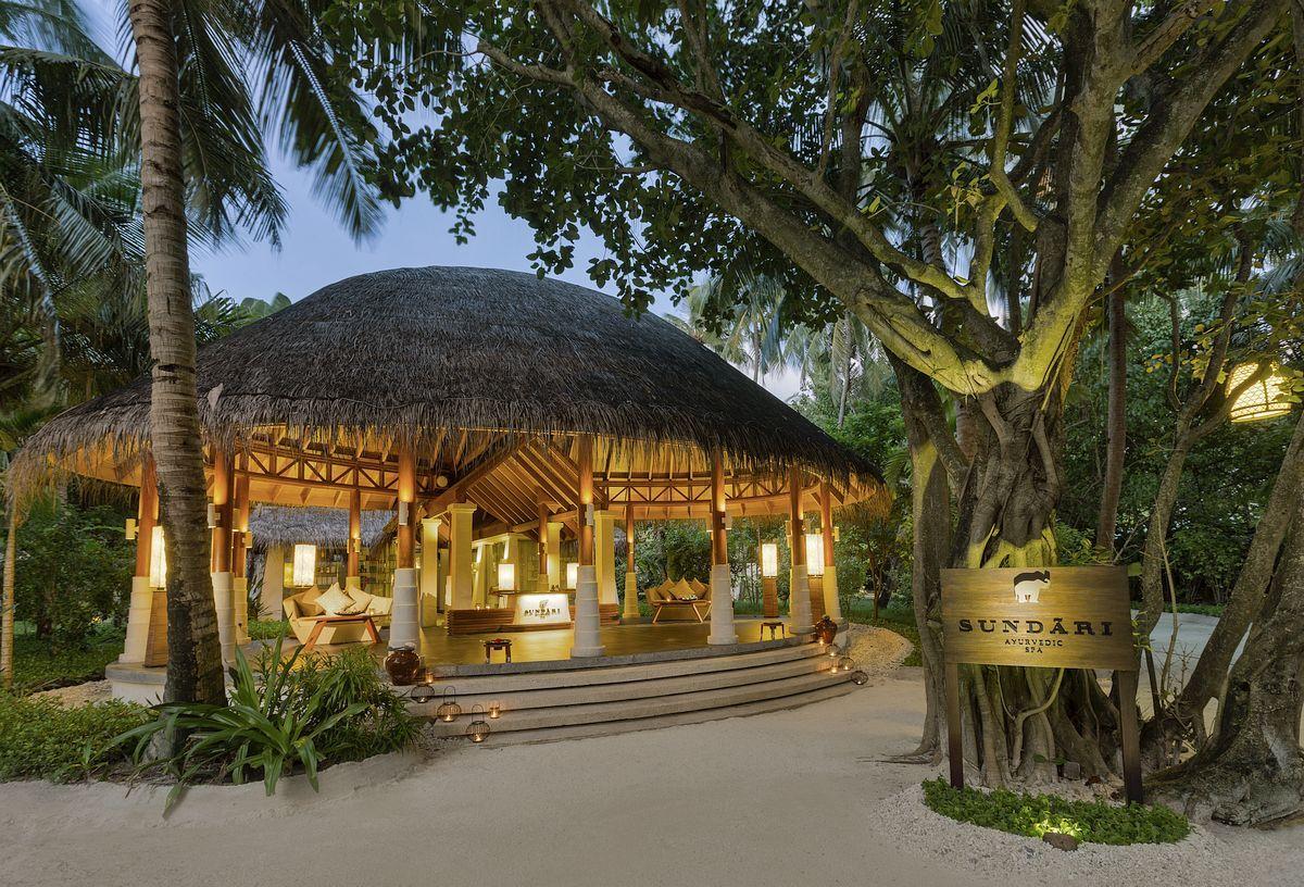 Anantara Veli Resort Spa - Maldives Hovering...
