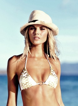 vsgif:  maryna linchuk vs swim