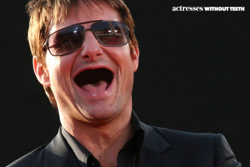 Tom Cruise - teeth = Will Forte.