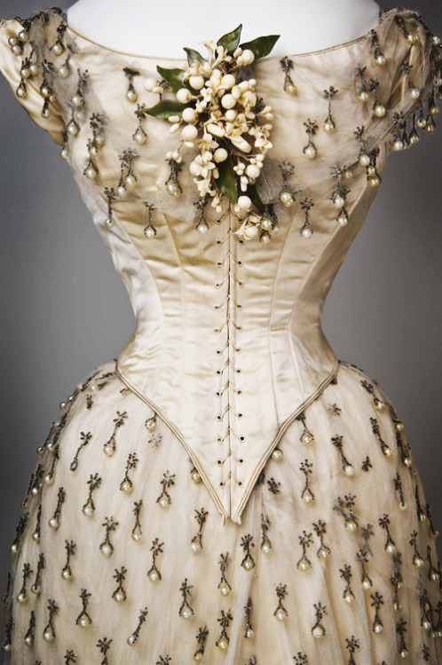 vintagegal:  Wedding Dress, 1887 (x)