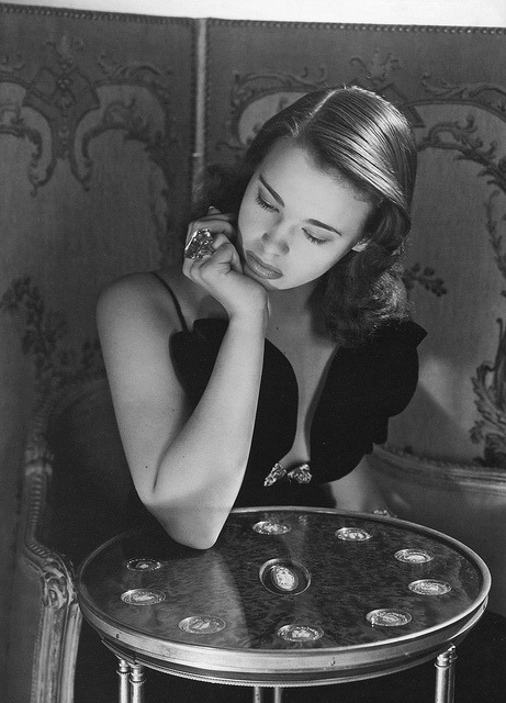 my-beloveds-key:  gloria vanderbilt, age 17 by horst p. horst new york 1941
