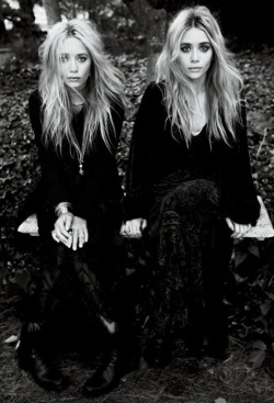 Black and White fashion dope style vogue black stylish amazing full house Ashley Olsen Olsen Twins twins olsen Mary Kate Olsen Mary Kate and Ashley Olsen mary kate and ashley fashion editorial icons boho chic fashion designers fashion icons vogue editorial