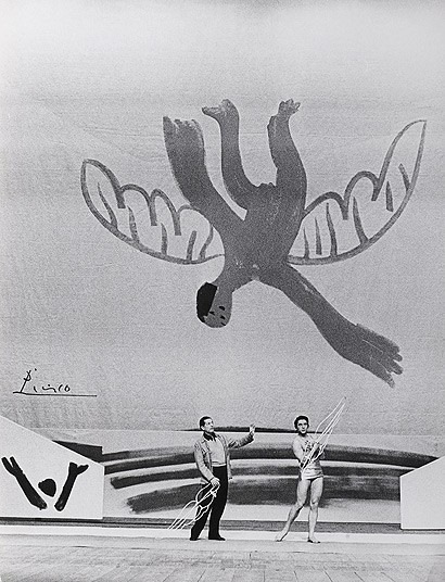 sashastergiou:  Picasso's set design for Icarus by the Ballets Russes