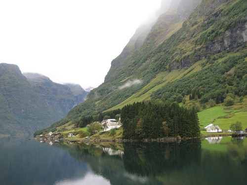 juppschmitz:  Norway Church by CHRISTOPHER MACSURAK on Flickr.