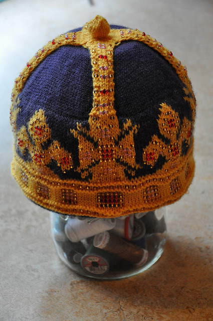 superslyskillzmcfly:  Look at this hat! It's a crown! So cool. [purchase pattern]  truebluemeandyou: $4 St. Edward's Crown pattern at Ravelry. Three people commented on how difficult this project was and they range from relatively easy to hard. It's free to join Ravelry and there is never any spam from them.