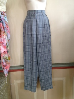Gatsby style pants with pleats and side pockets