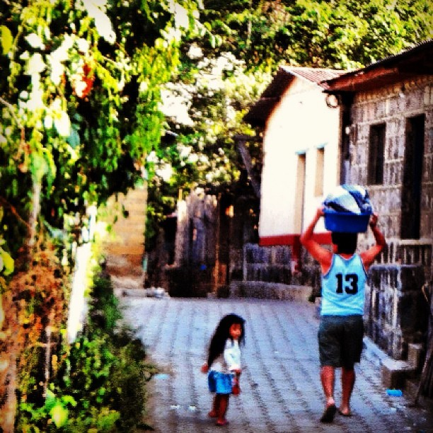 """Mum never uses her hands Dad."" (at San Pedro, Lake Atitlan, Guatemala.)"