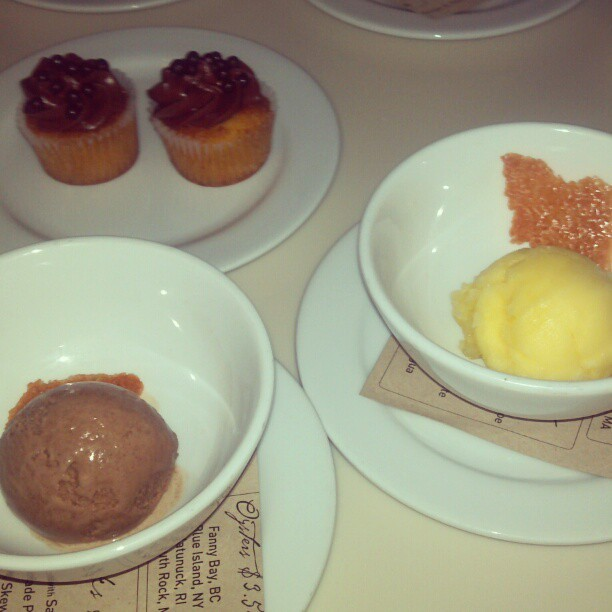 On the left: chocolate; on the right: orange; at the rear: cupcake amuse bouche. Ending w/a flourish! (at Cookshop)