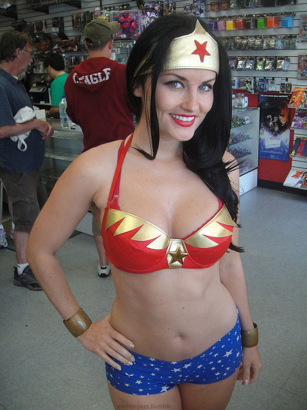 comic-jazz:  Jennifer Wenger as Wonder Woman 1