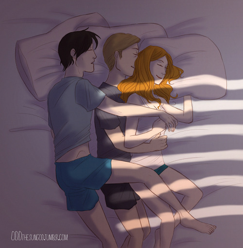 oddthesungod:   30 Day OTP (OT3) Challenge Day 17: Spooning  The Doctor is a bed octopus (ΦωΦ)