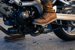 redwingshoestoreamsterdam:  This is how you wear your Red Wing Shoes on a motorcycle