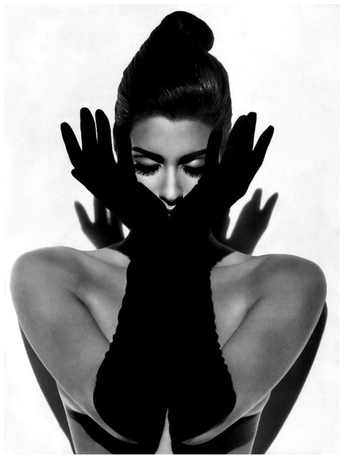 Madness:  Yasmeen Ghauri by Herb Ritts