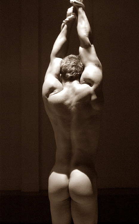 Gorgeous. This so beautifully captures the male form.