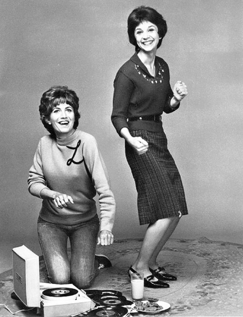 vinylespassion:  Penny Marshall et Cindy Williams (Laverne & Shirley)