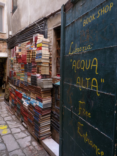 mythologyofblue:  Acqua Alta Book Shop, Calle lunga SM Formosa, Castello 5176, Venice  Submitted by Robert Gibbons