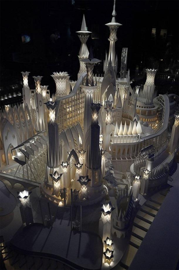 紙で作られたお城が繊細で美しい