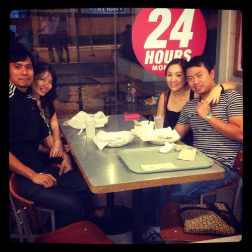 Late dinner with @franchere, @irenelaisia & @marvin_paringit  (at Army Navy Burger + Burrito)