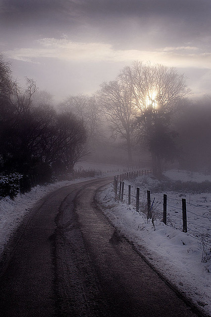 m0vefast:  WINTER ROAD by Colin Campbell (Bruiach) on Flickr.