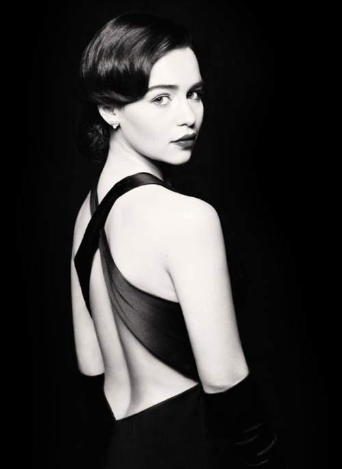 First look at GAME OF THRONES star Emilia Clarke as Holly Golightly in BREAKFAST AT TIFFANY'S