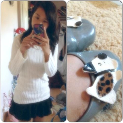 So cozy, cozy, cozy~ 😊💗🐶 #ootd #whatiwore #wiw #wiwt #knit #lace #cute #kawaii #kawaiicomplex #asian #ihaventdonethisinawhile #coldday #doggies #yesstyle #betsey